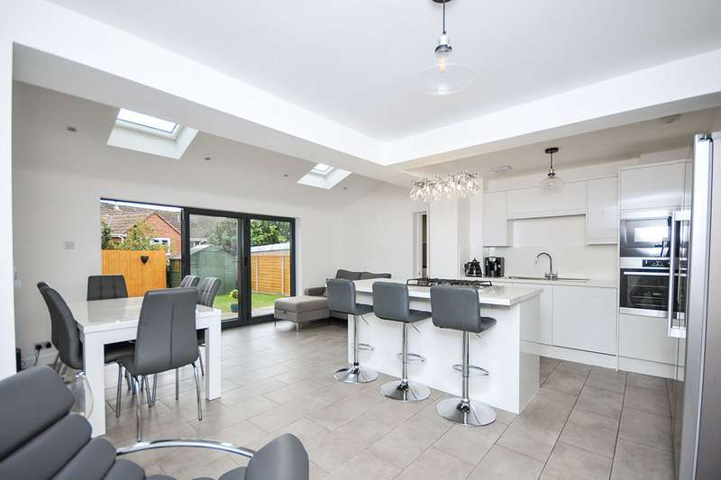 3 Bedrooms Semi Detached House for sale in Cranleigh Drive, Swanley, Kent, BR8