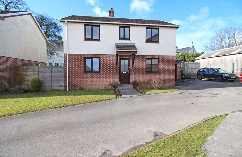3 Bedrooms Detached House for rent in Aunay Close, Holsworthy, Devon, EX22