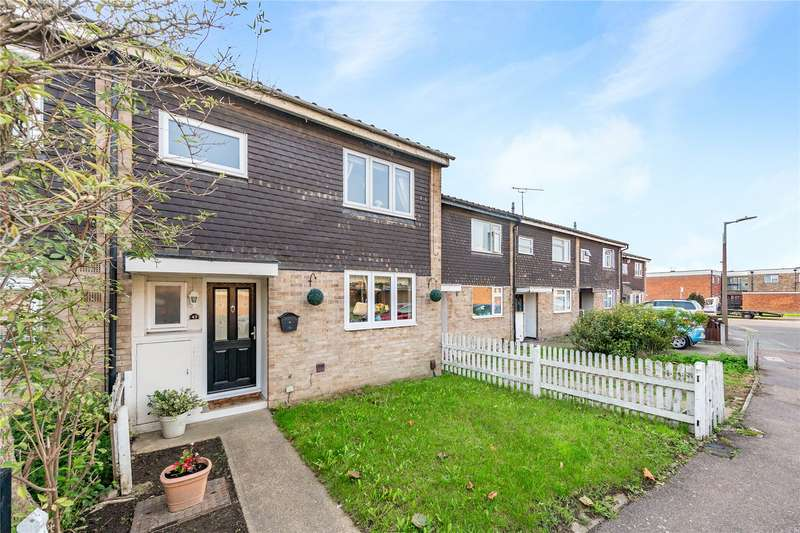 3 Bedrooms Terraced House for sale in Theydon Gardens, Rainham, RM13