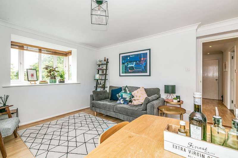 2 Bedrooms Apartment Flat for sale in Chalkstone Close, Welling, DA16