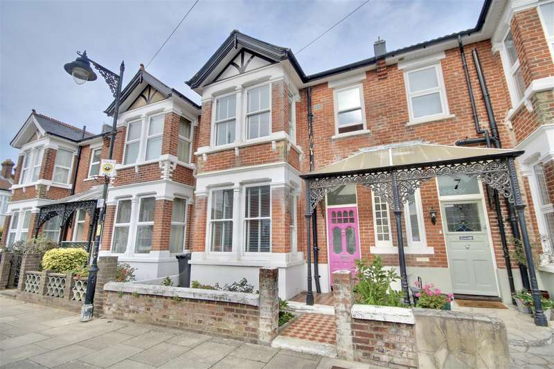 3 Bedrooms Terraced House for sale in Rochester Road, Southsea