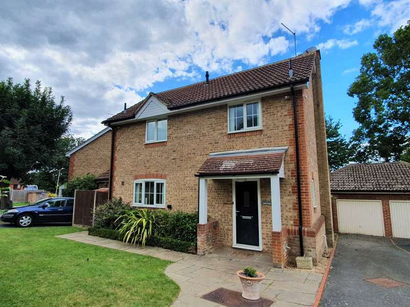 3 Bedrooms Detached House for sale in Kings Park, Canterbury