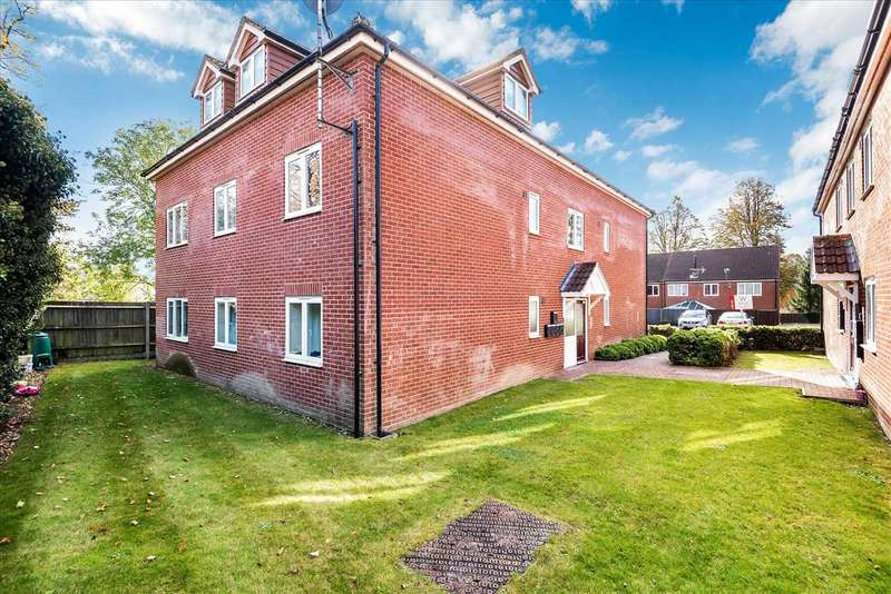 2 Bedrooms Apartment Flat for sale in Chandlers Court, Tidworth