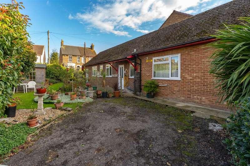 3 Bedrooms Detached Bungalow for sale in Buzby, Frognal Gardens, Teynham