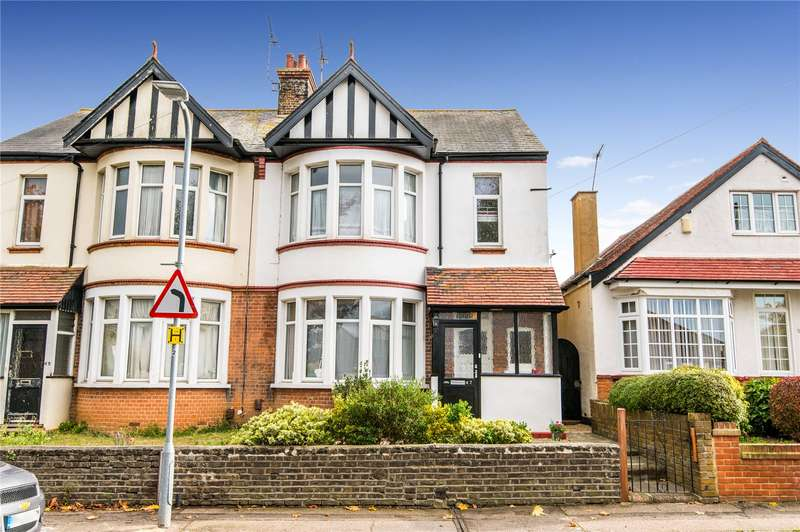 3 Bedrooms Semi Detached House for sale in Shoebury Road, Thorpe Bay, SS1