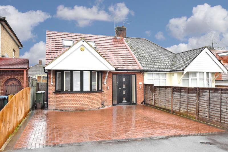 2 Bedrooms Semi Detached Bungalow for sale in Douglas Avenue, Watford