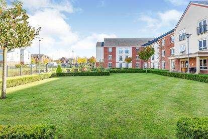 2 Bedrooms Flat for sale in The Court, Oakbridge Drive, Buckshaw Village, Chorley