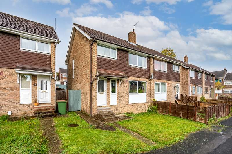 3 Bedrooms Semi Detached House for sale in Wrights Walk, Bursledon, Southampton, Hampshire. SO31 8FQ