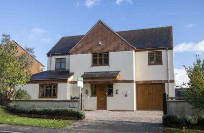 4 Bedrooms Detached House for sale in Tilsdown, Dursley, Gloucestershire