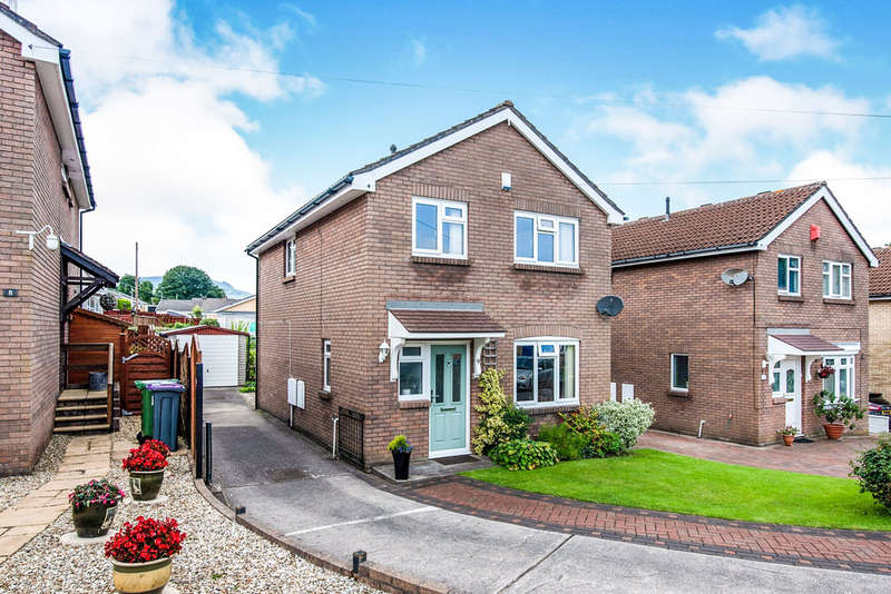 4 Bedrooms Detached House for sale in Oak Tree Close, New Inn, Pontypool