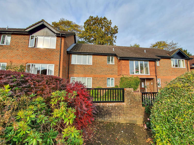 2 Bedrooms Flat for sale in Hartfield Road, Forest Row