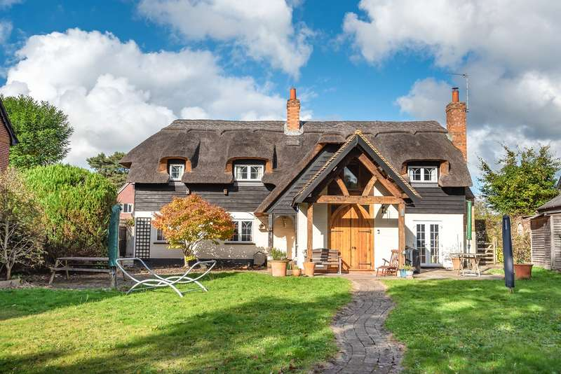 4 Bedrooms Detached House for sale in Heath End Road, Baughurst, Tadley, RG26