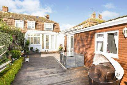 4 Bedrooms Semi Detached House for sale in Chelmsford, Essex, .