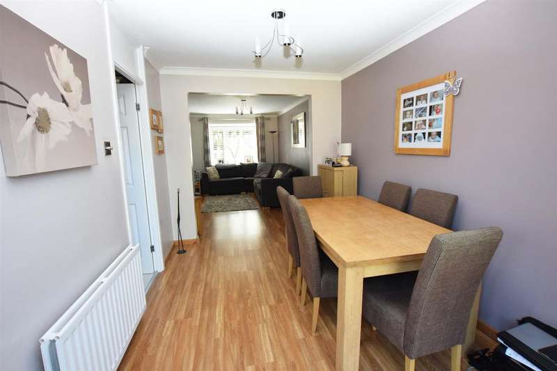 4 Bedrooms Terraced House for sale in Lamplighters Close, Hempstead, Gillingham