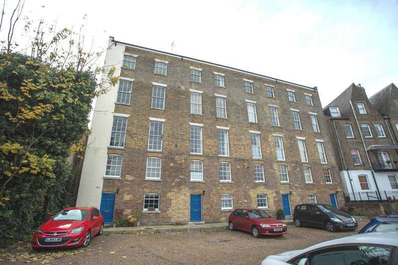 2 Bedrooms Duplex Flat for sale in Medway Heights, New Road, Chatham, Kent