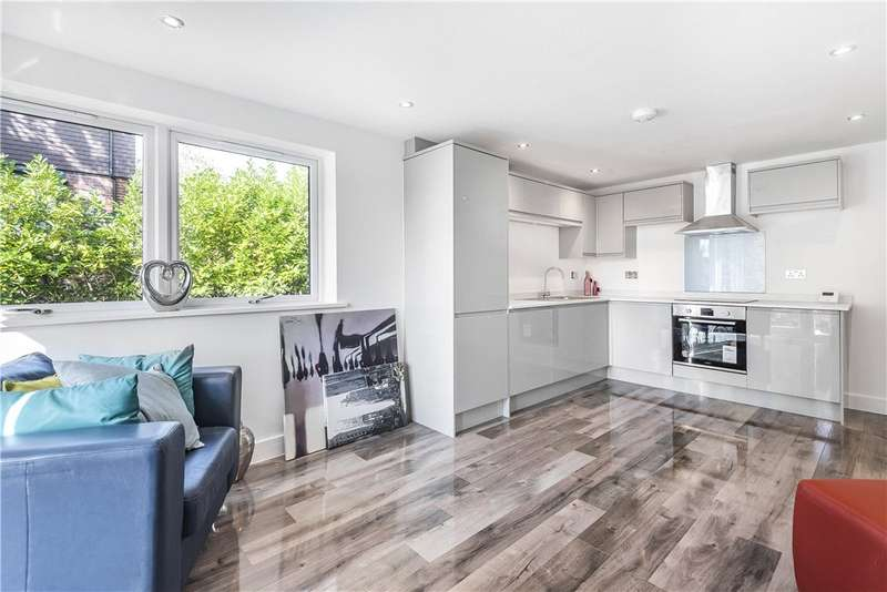 2 Bedrooms Apartment Flat for sale in Branksome Chambers, Branksomewood Road, Fleet, Hampshire, GU51