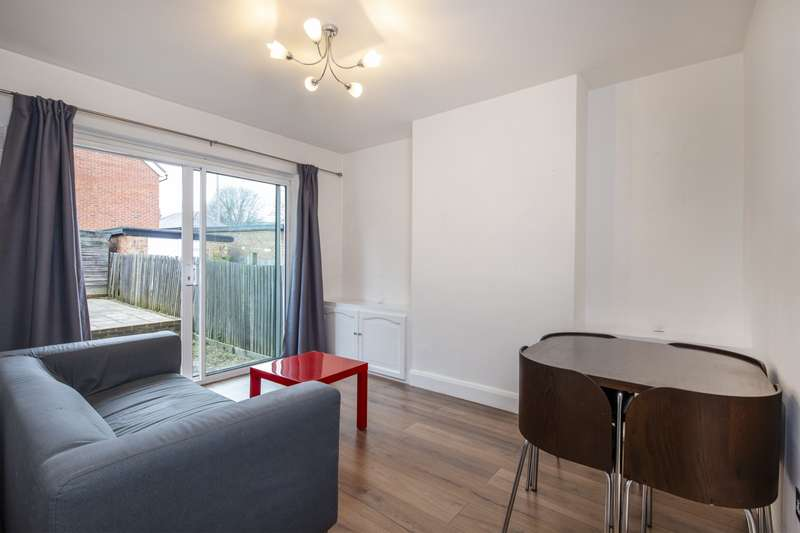2 Bedrooms Maisonette Flat for rent in Yarborough Road, Colliers Wood, SW19