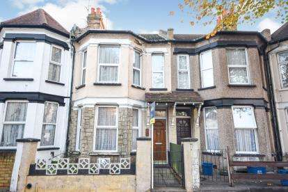3 Bedrooms Terraced House for sale in Southend-On-Sea, Essex, .