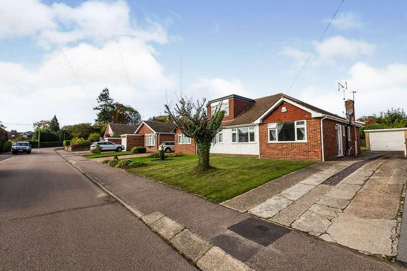 2 Bedrooms Semi Detached Bungalow for sale in Foxwood Way, New Barn, Kent, DA3