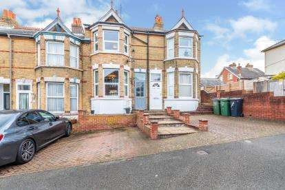 3 Bedrooms Terraced House for sale in Cowes, Isle Of Wight, .