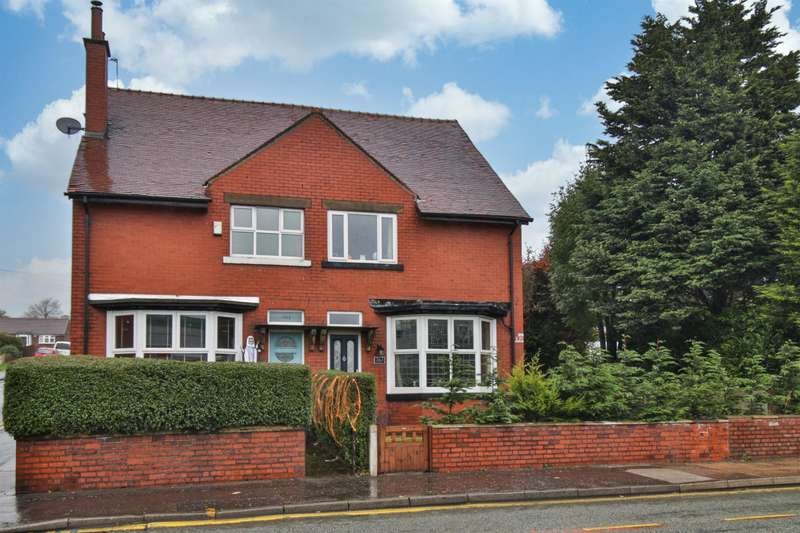 3 Bedrooms Semi Detached House for sale in Halifax Road, Rochdale, OL12 9QD