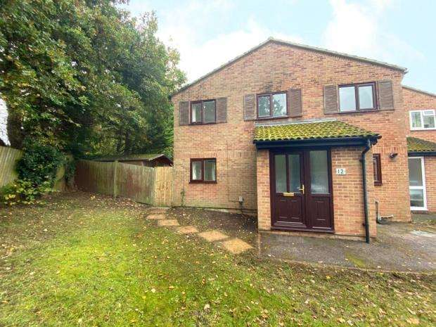 2 Bedrooms End Of Terrace House for sale in Ilex Close, Yateley, Hampshire