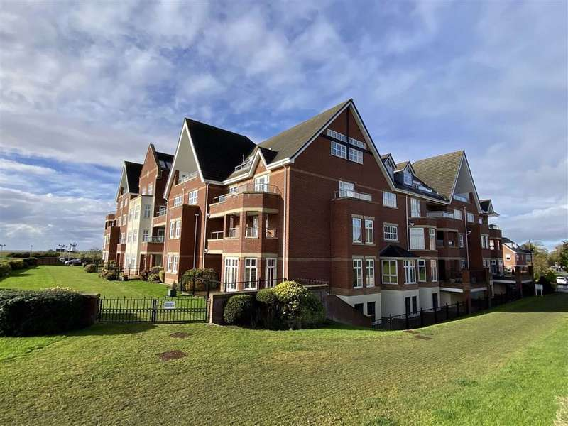 3 Bedrooms Penthouse Flat for sale in The Breakers, Lytham Quays, Lytham