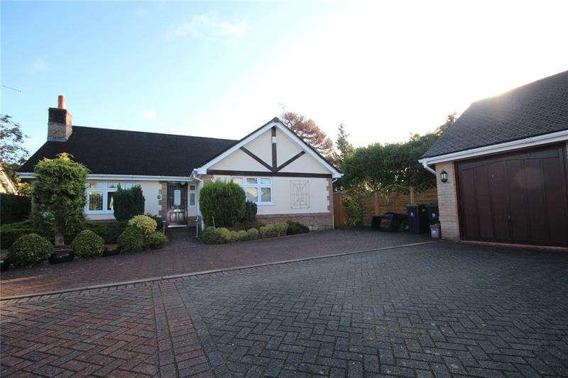 3 Bedrooms Bungalow for sale in Braeside Road, St. Leonards, Ringwood, BH24
