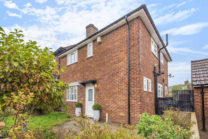 3 Bedrooms End Of Terrace House for sale in Hathern Gardens, London, SE9