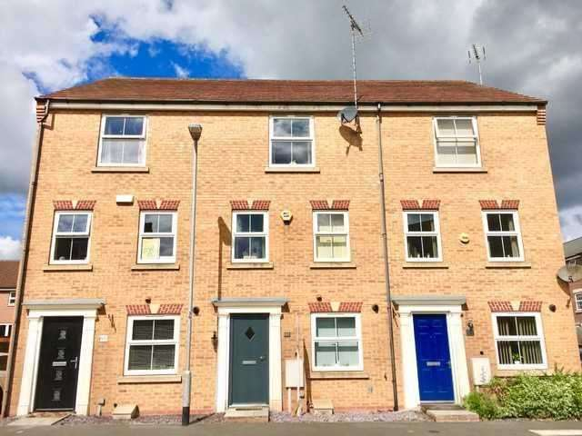 4 Bedrooms Town House for rent in Sylvan Avenue, Kirkby in Ashfield