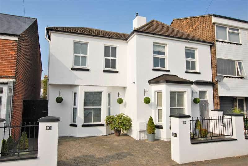 4 Bedrooms Detached House for sale in Victoria Road, Hythe, CT21