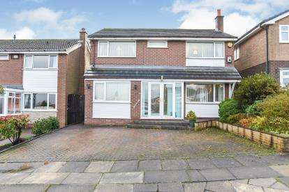 4 Bedrooms Detached House for sale in Freckleton Drive, Seddons Farm, Bury, Greater Manchester, BL8