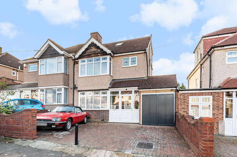 4 Bedrooms Semi Detached House for sale in Beaconsfield Road, London, SE9
