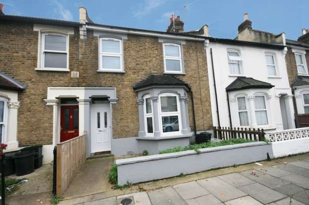 3 Bedrooms Terraced House for sale in Stanley Road, Ilford, IG1