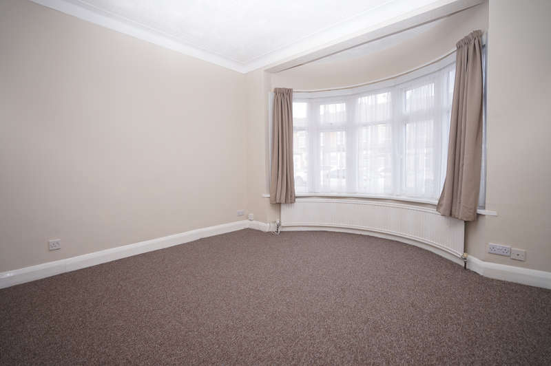 3 Bedrooms Terraced House for rent in Kingston Road, Ilford, IG1
