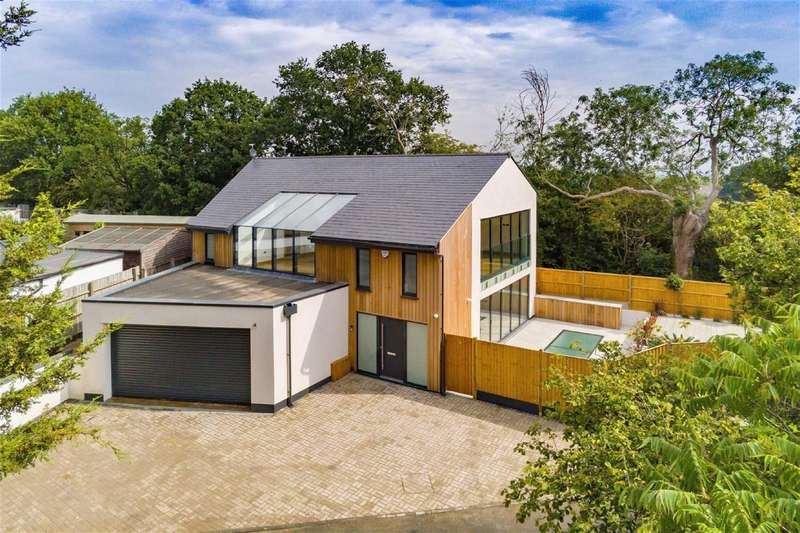 4 Bedrooms Detached House for sale in New Road, Lambourne End