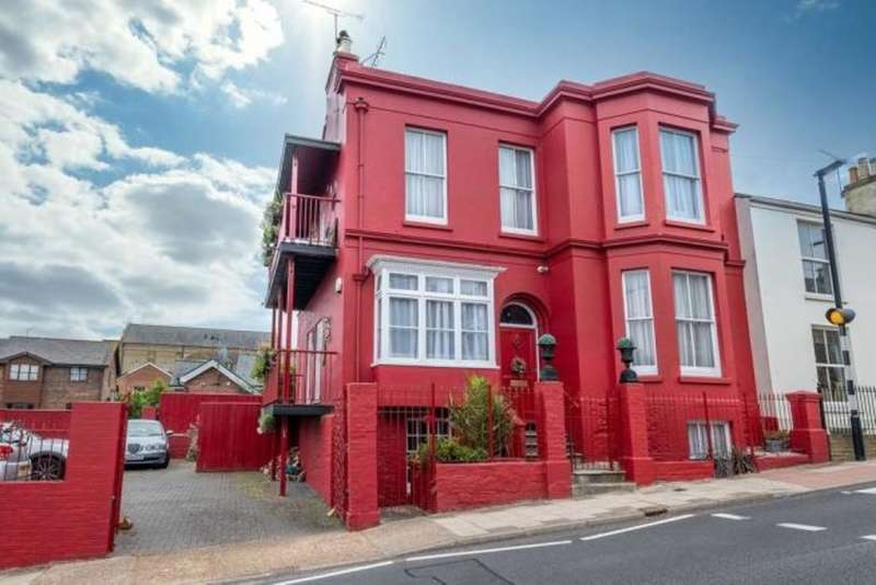 6 Bedrooms Detached House for sale in West Street, Ryde