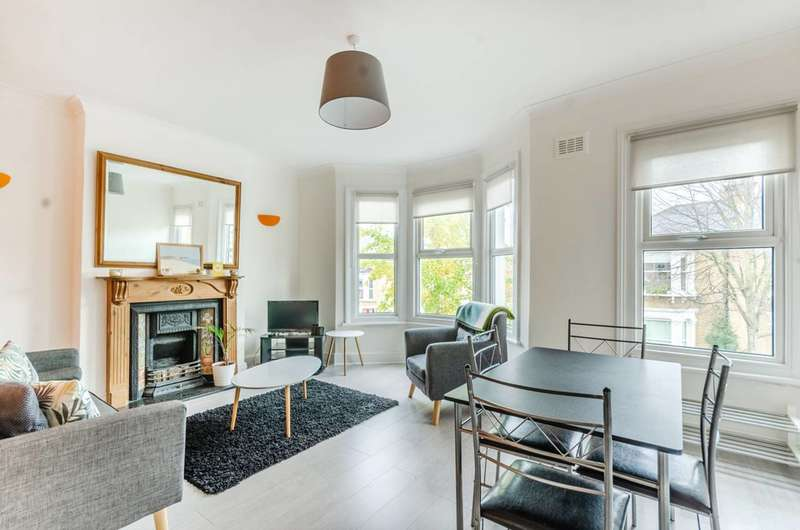 2 Bedrooms Flat for rent in Adys Road, Peckham Rye, SE15