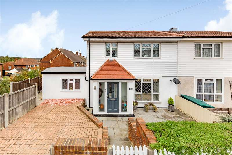 3 Bedrooms Semi Detached House for sale in Hampton Mead, Loughton, IG10