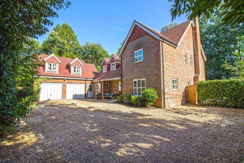 6 Bedrooms Detached House for sale in London Road, Hill Brow, Liss, GU33