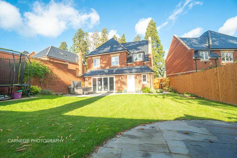5 Bedrooms Detached House for sale in Frythe Avenue, Welwyn