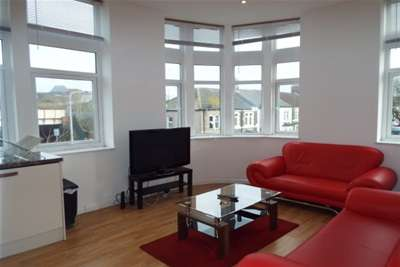 2 Bedrooms Flat for rent in The Grosvenor House. Splott, Cardiff