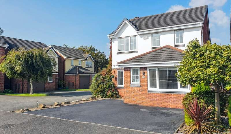 4 Bedrooms Detached House for sale in Farleigh Close, Bolton, Greater Manchester, BL5