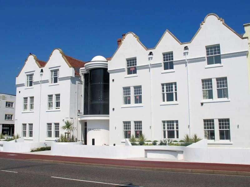 3 Bedrooms Apartment Flat for sale in Marine Parade East, Hampshire, PO13