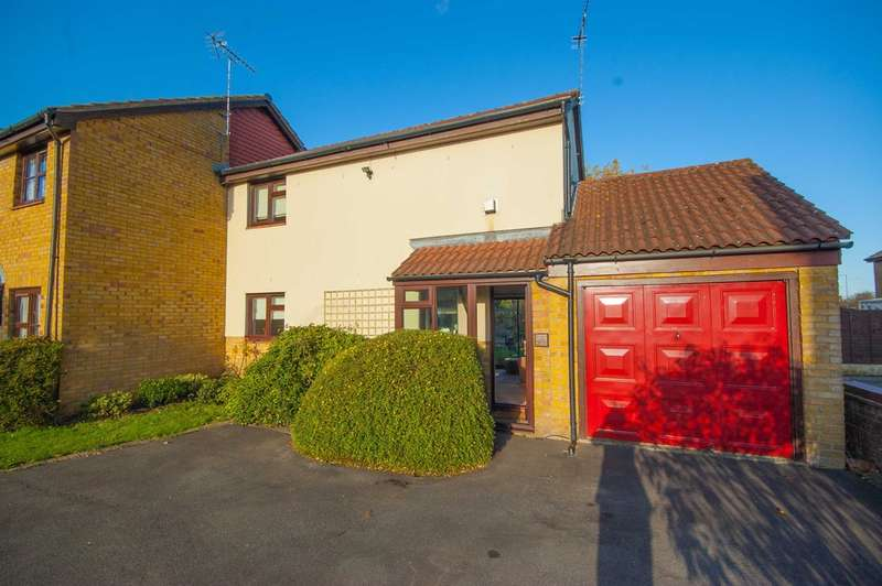 3 Bedrooms Semi Detached House for sale in Bounderby Grove, Newlands Spring, Chelmsford, CM1