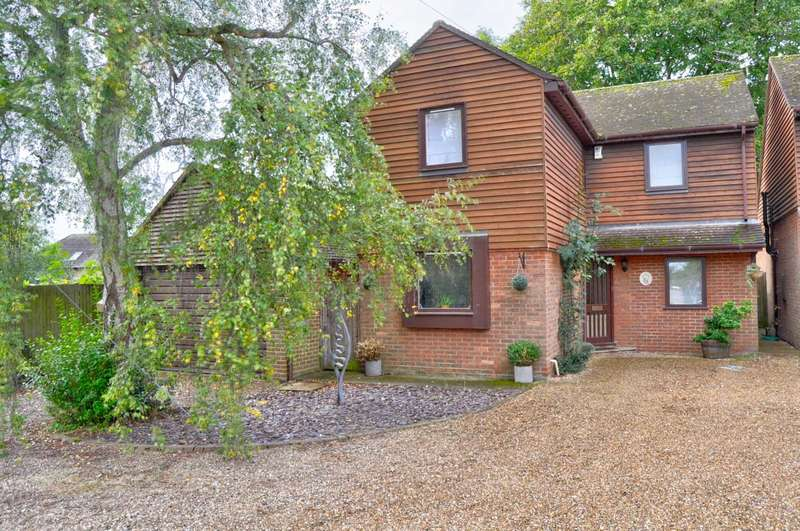 3 Bedrooms Detached House for sale in Barn Farm, Oak Tree Rd, Marlow - NO UPPER CHAIN
