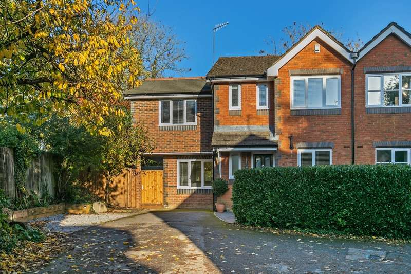 4 Bedrooms Semi Detached House for sale in Lime Close, Colden Common, Winchester, SO21