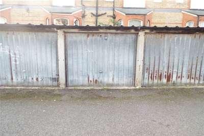 Garages Garage / Parking for rent in Fodbury Court