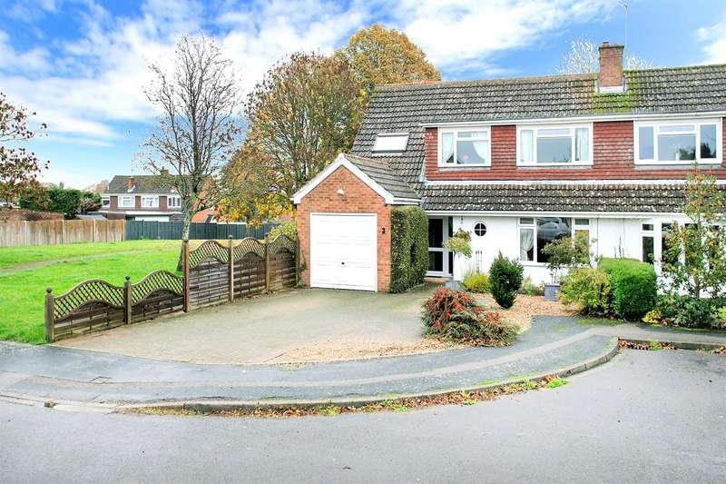 4 Bedrooms Semi Detached House for sale in Boon Way, Oakley, Basingstoke, RG23