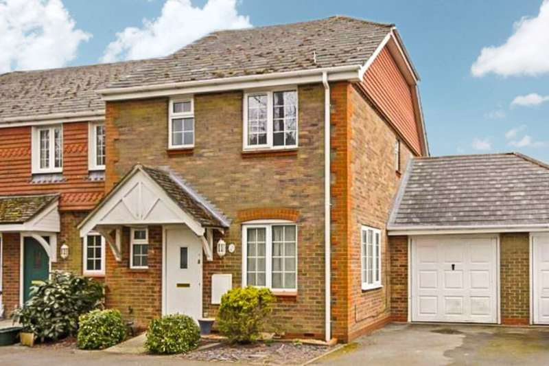 3 Bedrooms Semi Detached House for sale in Burgage Field, Whitchurch, RG28